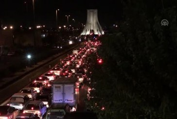 Tahran'da Giriş Çıkış Yolları Göstericiler Tarafından Kapatıldı